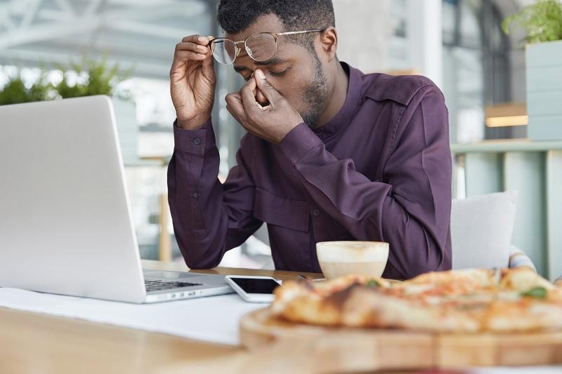 A importância de descansar os olhos ao longo do dia